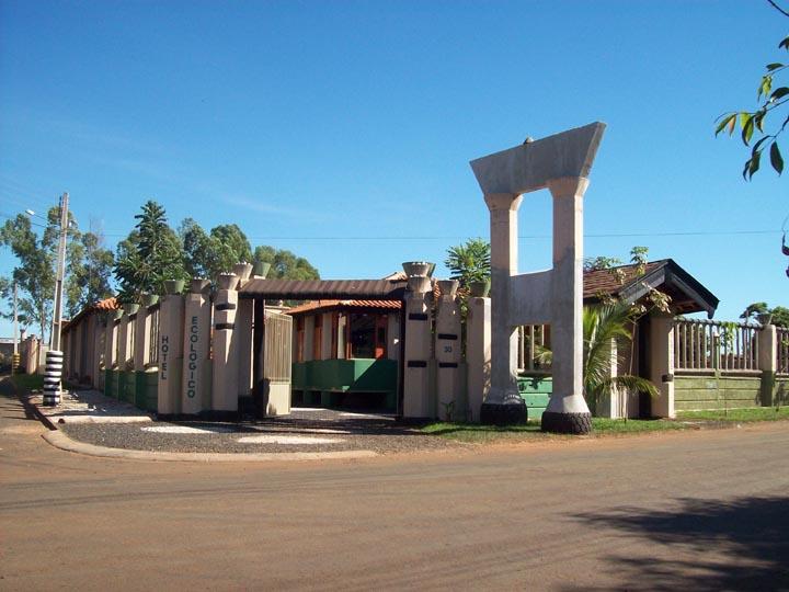 Hotel construído utilizando pneus usados é atração em Goiatuba (GO)