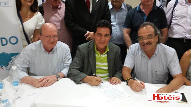ABIH Nacional firma convênio com portal Hotel Garantido