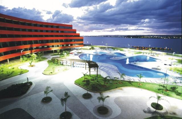 Royal Tulip Brasília Alvorada reforma piscina e apartamentos para retorno após pandemia