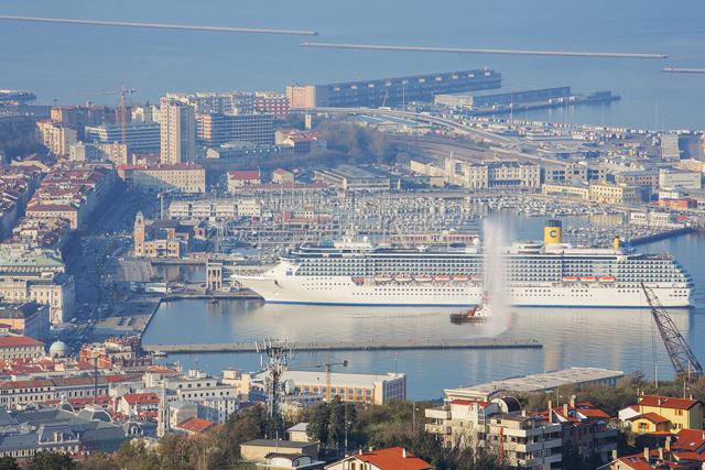 Navio Costa Mediterranea inicia temporada 2015 na Itália