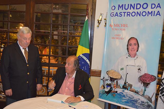 Chef Michelão lançou livro O Mundo da Gastronomia que traz 321 receitas