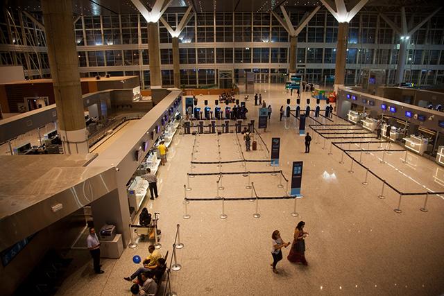 Passageiros estão mais satisfeitos com aeroportos brasileiros, diz pesquisa