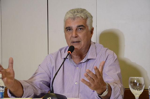 Alfredo Lopes manifesta indignação com o cenário da violência no Rio de Janeiro