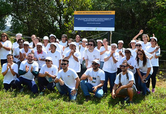 AccorHotels promoveu plantio de mudas de árvores em nascente de rio em MG