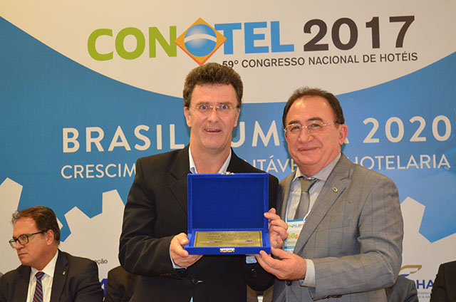 ABIH entrega Diploma de Mérito a vários profissionais do setor no CONOTEL
