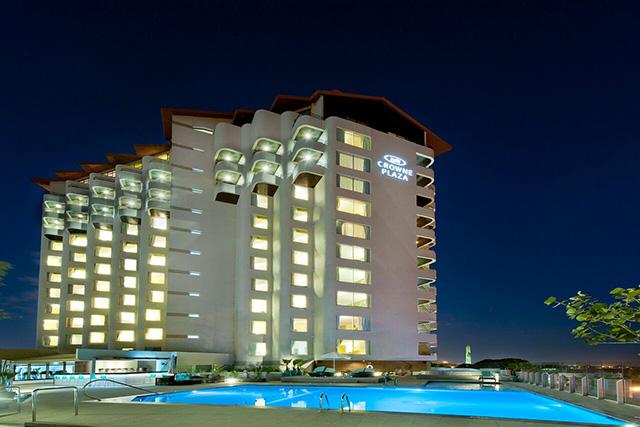 Hotéis Crowne Plaza divulgam reformas multimilionárias em algumas regiões