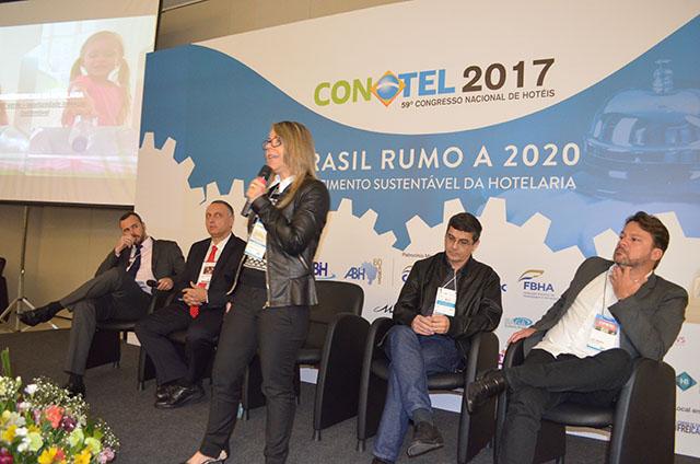 """Tema """"Inovação na hotelaria"""" abre terceiro dia de palestras no Conotel 2017"""