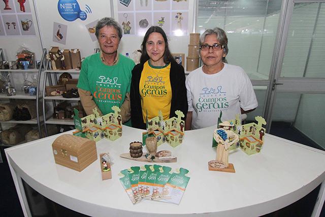 2º Salão de Turismo dos Campos Gerais comercializa suvenires personalizados