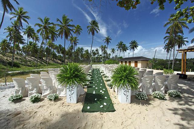 Grand Palladium Resort (BA) monta estrutura para casamentos