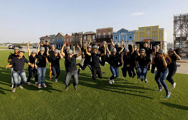 Alunos da Escola Carvalho Hosken de Hotelaria visitam cidade do Rock