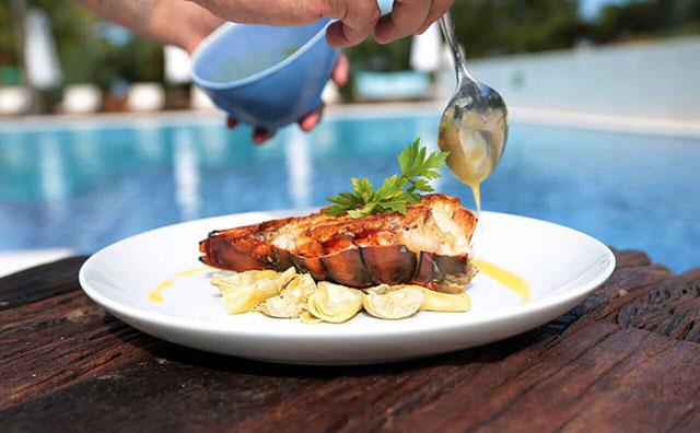 Campo Bahia Hotel apresenta prato para 2º Festival da Lagosta Costa do Descobrimento