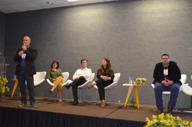 """Debate """"Tendências na venda de hospedagem"""" encerra Encatho & Exprotel"""