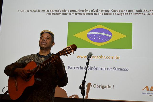 Melhor violonista do mundo se apresentou em evento da ABRACOHR