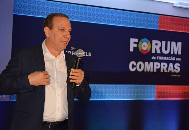 Alfredo Rocha ministra palestra no Fórum de Formação em Compras da AccorHotels