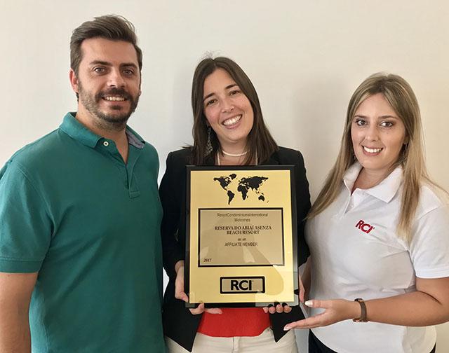 RCI concede placa de afiliação a Reserva do Abiaí Asenza Beach Resort