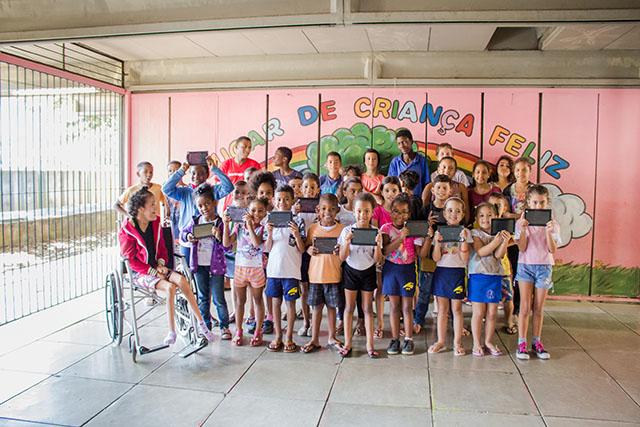Aldeia das Águas (RJ) faz doação de tablets para Projeto Curumim