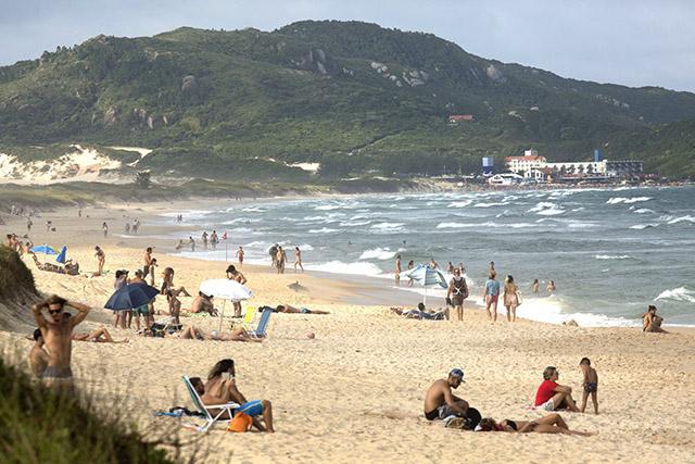 Pesquisa traça perfil do viajante que utiliza via aérea para visitar Santa Catarina