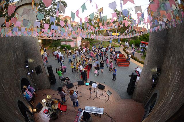 """Royal Palm Plaza (SP) apresenta """"Arraiá da Fofa-Flor''"""