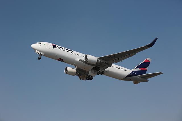 LATAM planeja retomar voos para destinos internacionais