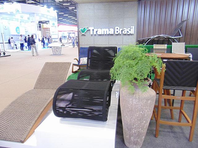 Trama Brasil estreia na Equipotel 2018 com seus móveis artesanais