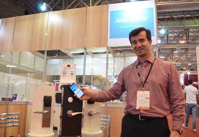 Assa Abloy apresenta soluções tecnológicas em fechaduras na Feira HFN
