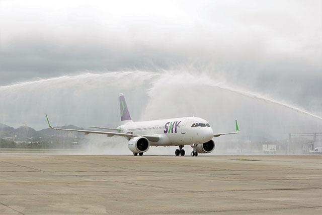 RIOgaleão recebe primeiro voo regular da companhia aérea low cost Sky Airline