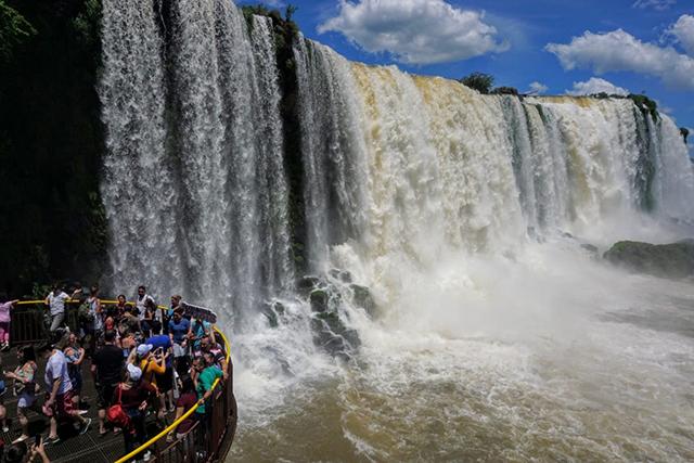 Foz do Iguaçu (PR) espera dobrar número de turistas dos EUA
