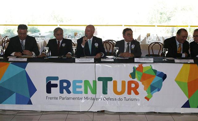 Representantes da hotelaria se reuniram com deputados e senadores na FRENTUR