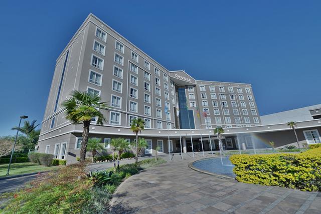 Hotel Deville Prime Porto Alegre (RS) promove feijoada do bem em prol de oficina