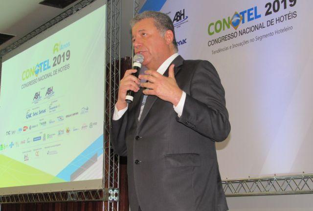 Sistema S é detalhado por Alexandre Sampaio, presidente da FBHA, no Conotel