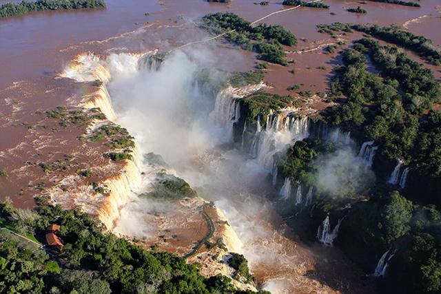 Foz do Iguaçu (PR) espera dobrar número de turistas dos EUA com isenção de vistos
