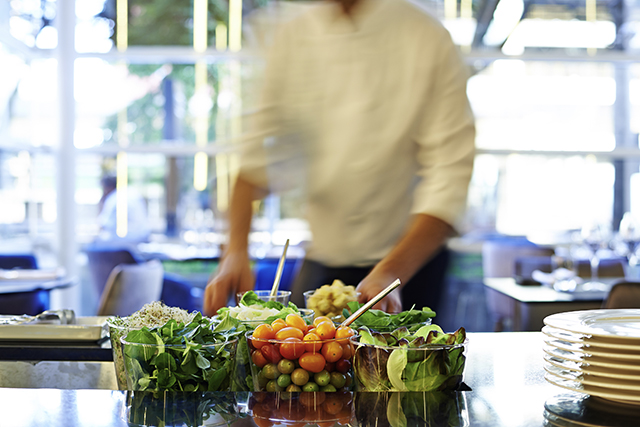 Alimentos que seriam desperdiçados se tornam novas receitas nos hotéis da Accor