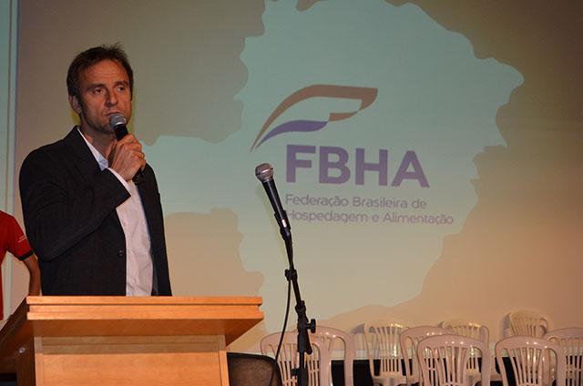 Alexandre Gehlen palestrou na 19ª edição do Encontro da Hotelaria Mineira