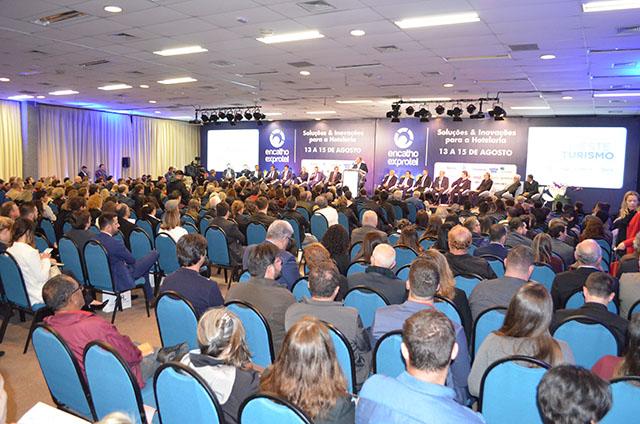 Cerimônia de abertura do 32º Encatho & Exprotel reuniu muitas autoridades