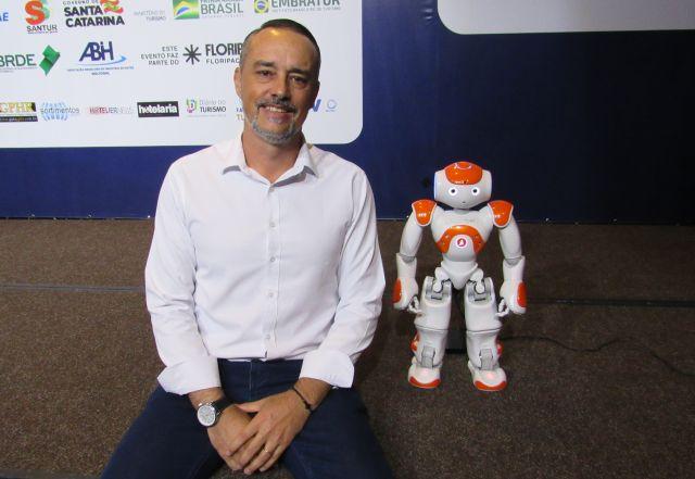 Pluginbot mostra como os robôs podem agregar valor na operação hoteleira