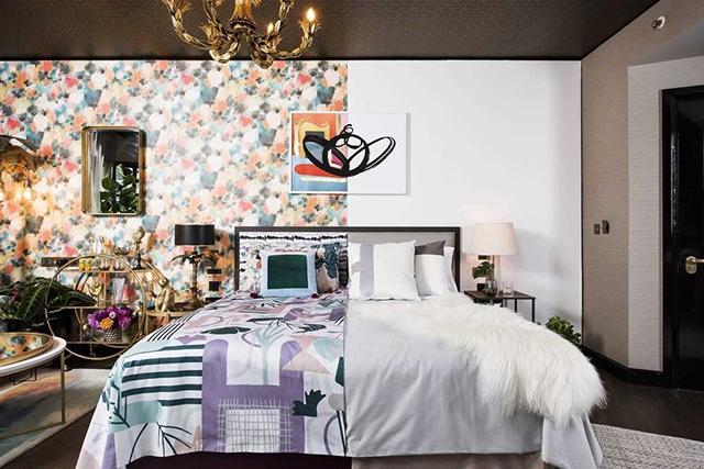 Hoteis.com apresenta suíte com decoração meio minimalista meio maximalista