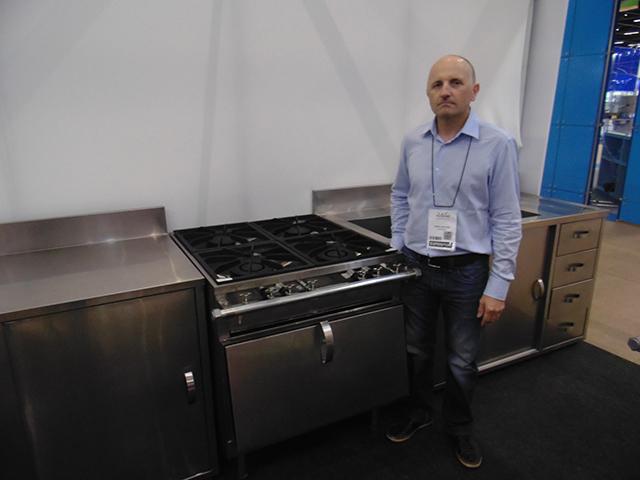 Fogão 4 bocas gourmet de aço inox é destaque da Loja Brazil na Equipotel 2019