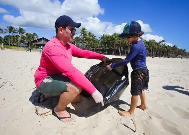Ação do Beach Park visa retirar 30 toneladas de lixo das praias cearenses
