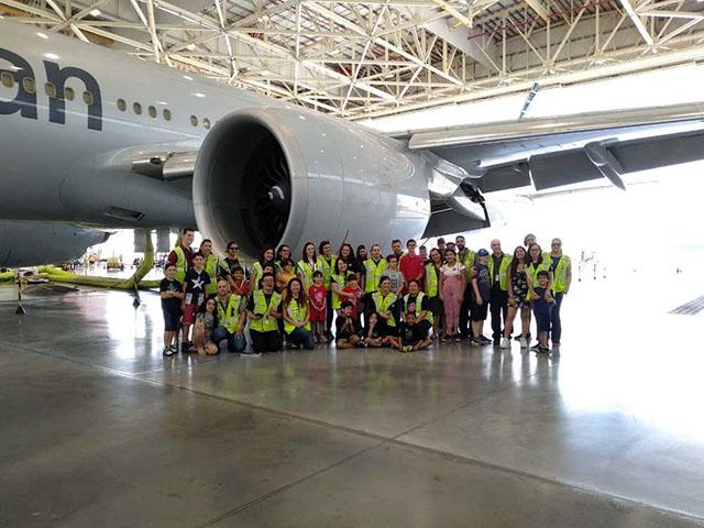 American Airlines transforma avião em parque de diversão para crianças