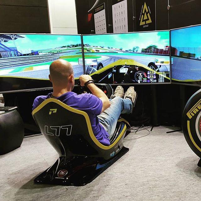 Blue Tree Premium Verbo Divino instala simulador de automobilismo
