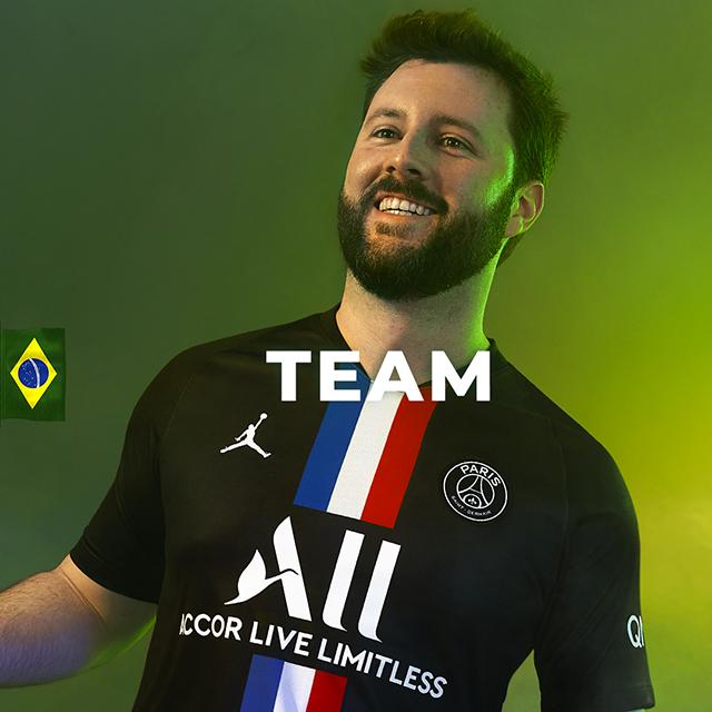 Associados da Accor são embaixadores do novo uniforme do Paris Saint-Germain