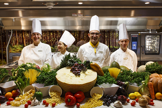 Navio Costa Smeralda oferece experiência gastronômica no Lab Restaurante
