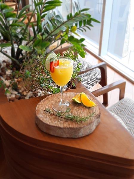 Acapulco é o drinque especial do mês de março no Plaza Premium Lounge