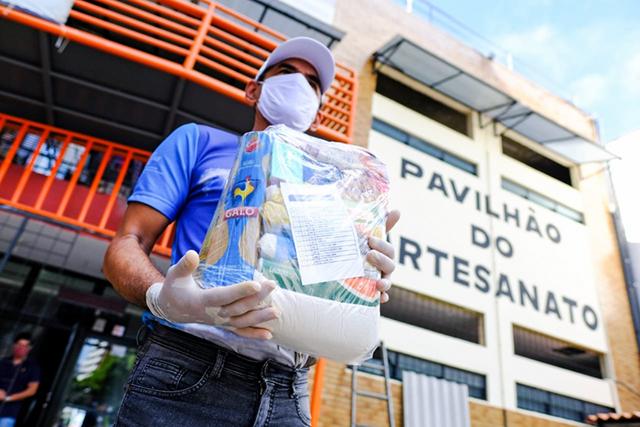 COVID-19: Colaboradores de hotéis em Alagoas ganham cestas básicas
