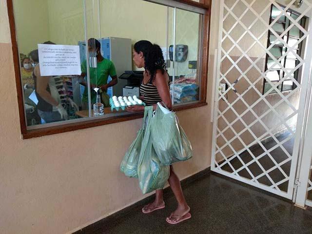 Instituto Bourbon doa cestas básicas em Cambará (PR)