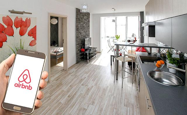 Airbnb anuncia redução de 25% na sua força de trabalho