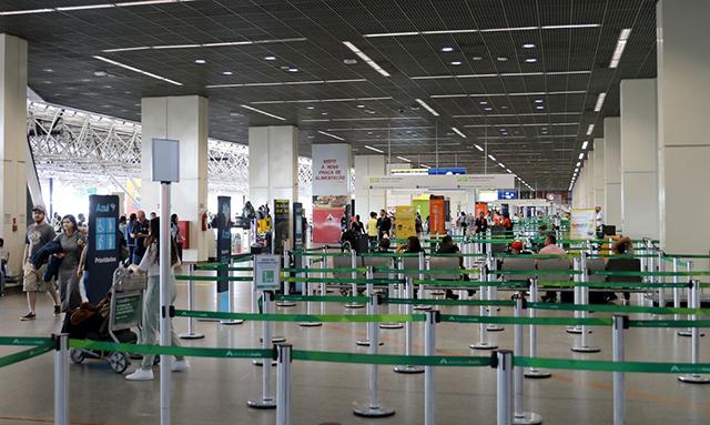 COVID-19: Aeroportos e aviões têm novas medidas sanitárias