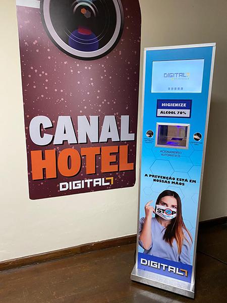 Totem Higienizador com Álcool em Gel e TV Embutida é novidade da Digital 7