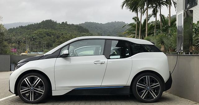 Quality Blumenau lança recarga para carros elétricos