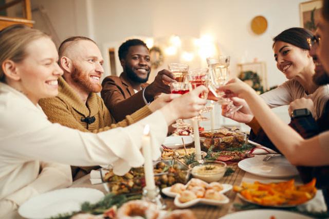 Pesquisa mostra que 65% dos brasileiros vão passar o ano novo em casa